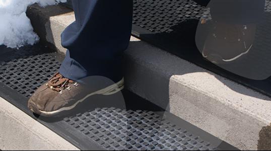 Locatapis - Service de location de tapis commercial, tapis chauffants, tapis d'entrée Hot Flake et Hot Blocks, KEMF.